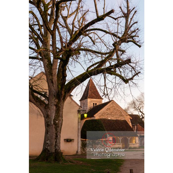 Village de Nohant-Vic et l'église Ste-Anne le soir - Réf : VQFR36-0074 (Q3)