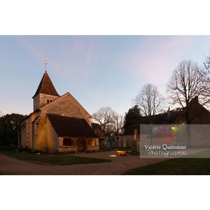 Village de Nohant-Vic et l'église Ste-Anne le soir - Réf : VQFR36-0077 (Q3)