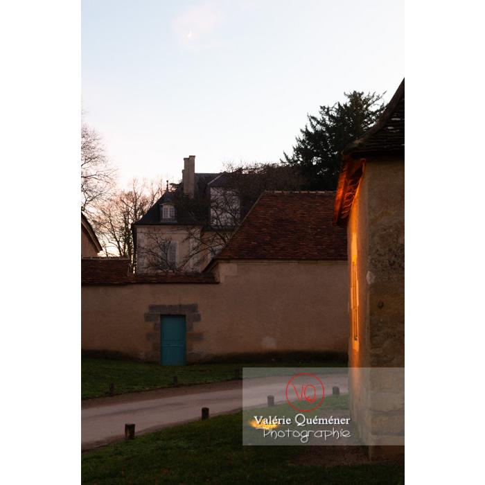 Village de Nohant-Vic et maison de George Sand le soir  - Réf : VQFR36-0078 (Q3)