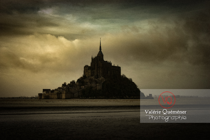 Mont-St-Michel et sa baie à marée basse / Normandie - Réf : VQFR50-0022-TA (Q1)