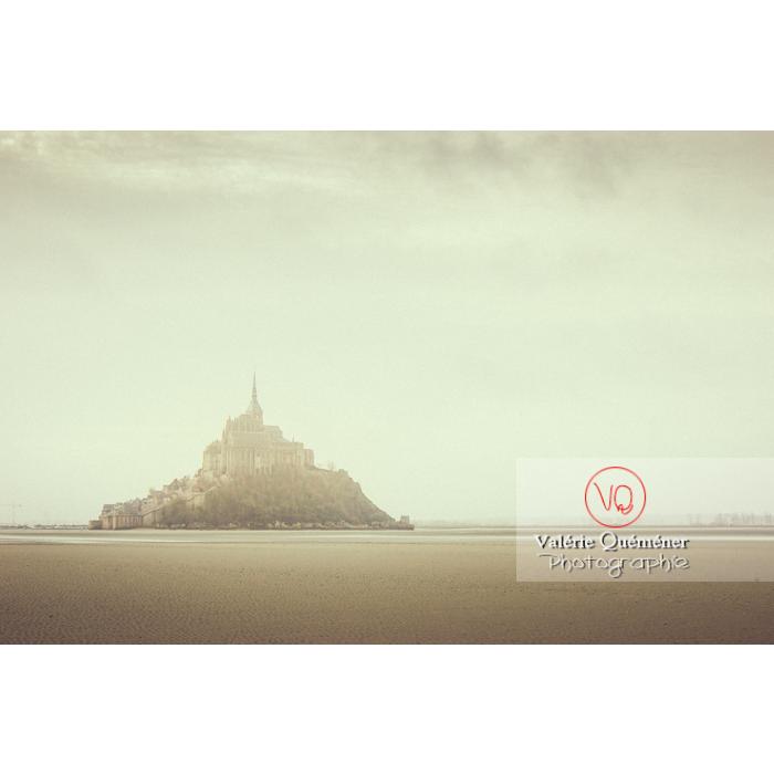 Mont-St-Michel depuis la baie à marée basse / Normandie - Réf : VQFR50-0029-TV (Q1)