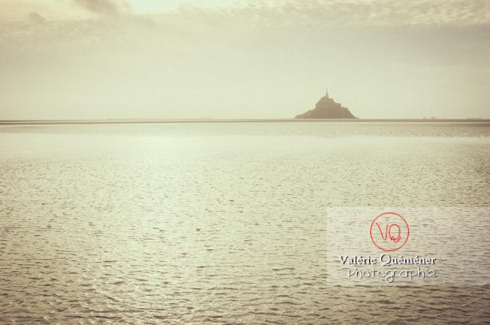 Mont-St-Michel et sa baie à marée basse - Réf : VQFR50-0034-TV (Q1)