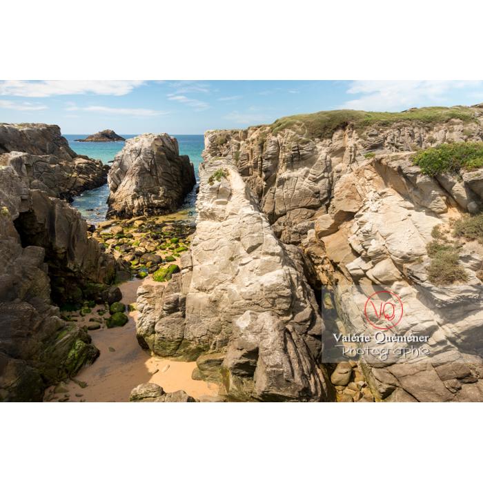 Côte sauvage sur la presqu'île de Quiberon / Morbihan / Bretagne / France - Réf : VQFR56-0513 (Q3)