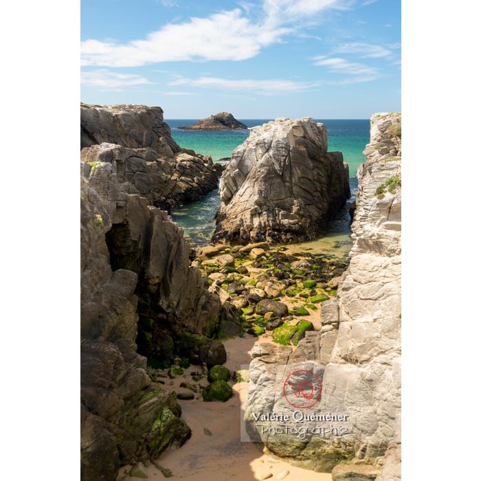 Côte sauvage sur la presqu'île de Quiberon / Morbihan / Bretagne / France - Réf : VQFR56-0519 (Q3)