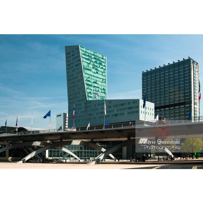 Tour de Lille et gare Lille-Europe à Lille - Réf : VQFR59-0001 (Q2)