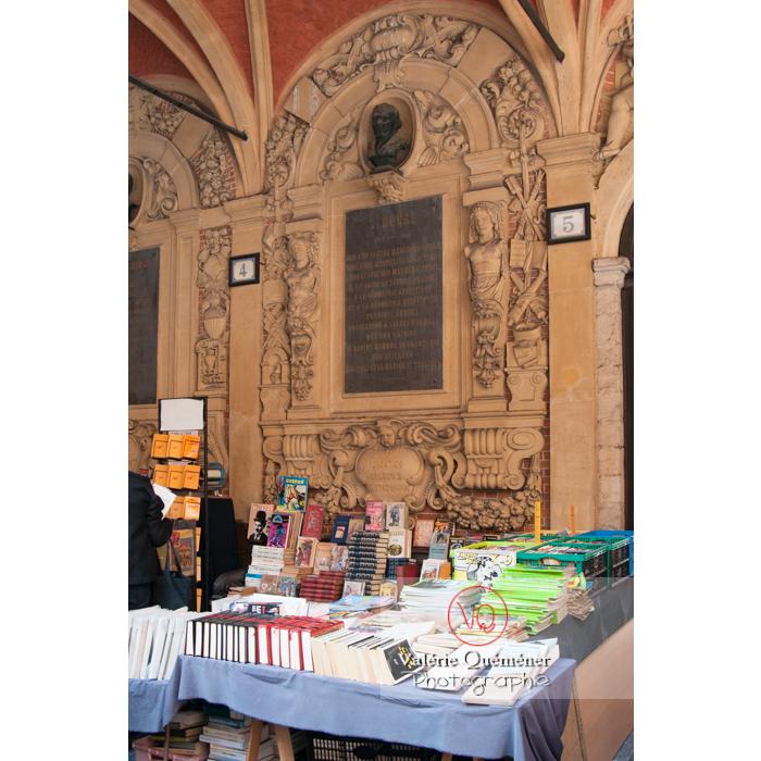 Marché du livre d'occasion à l'intérieur de la vieille bourse à Lille - Réf : VQFR59-0008 (Q2)