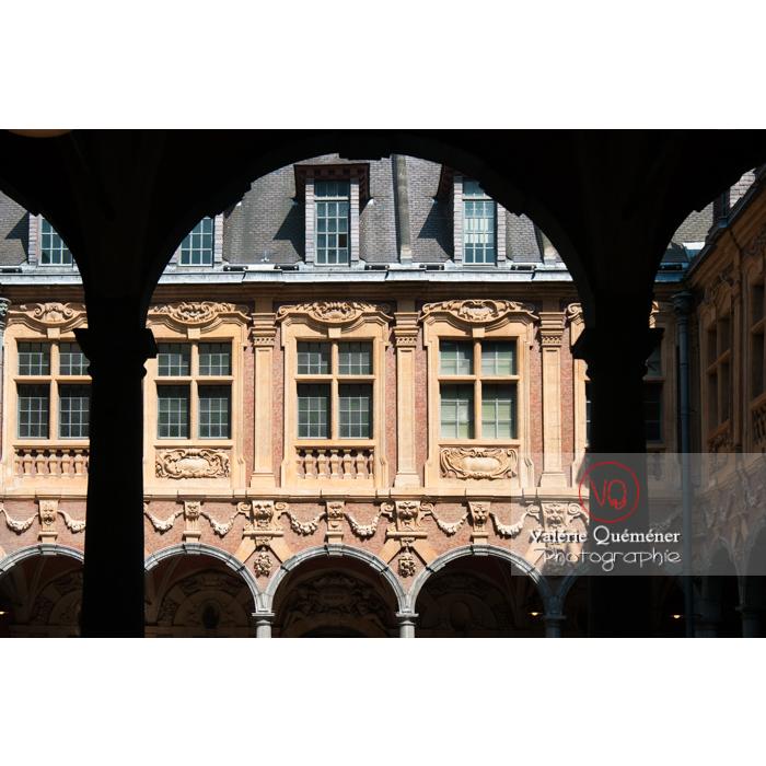 Cour intérieur de la vieille bourse de Lille / Nord / Hauts-de-France - Réf : VQFR59-0009 (Q2)