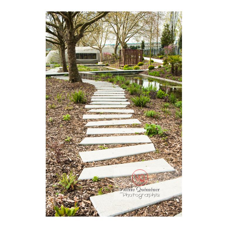 Pas en béton dans le jardin des Géants, Lille / Nord (59) / Hauts-de-France - Réf : VQFR59-0026 (Q3)