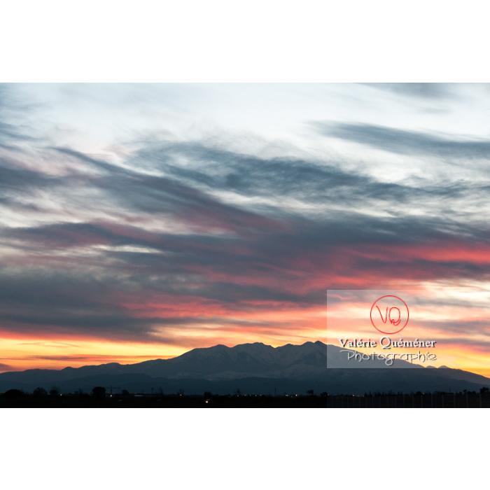 Massif du Canigou au coucher du soleil, Pyrénées-Orientales / Occitanie / France - Réf : VQFR66-0315 (Q2)