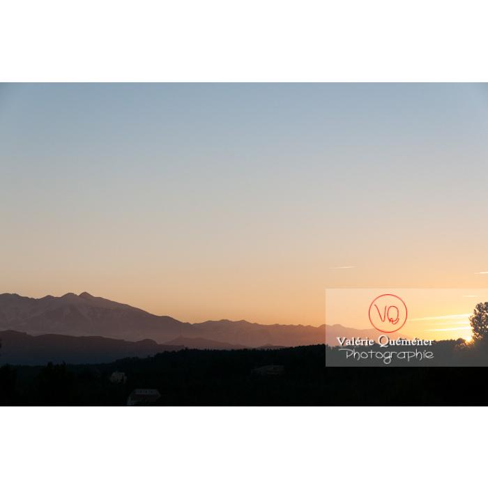 Massif du Canigou au coucher du soleil, Pyrénées-Orientales / Occitanie / France - Réf : VQFR66-0385 (Q2)