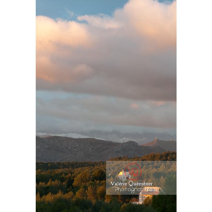 Nuages cachant les hauts sommets du massif du Canigou, Pyrénées-Orientales / Occitanie / France - Réf : VQFR66-0423 (Q2)