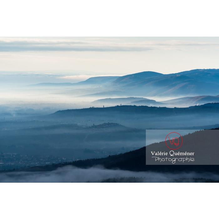 Panorama du massif des Vosges depuis le château du Haut-Koenigsbourg (MH) / Orschwiller / Bas-Rhin / Grand-Est - Réf : VQFR67-0028 (Q3)