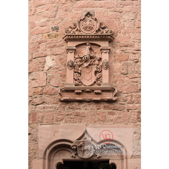 Bas-relief sur le portail d'entrée du château du Haut-Koenigsbourg (MH) / Orschwiller / Bas-Rhin / Grand-Est - Réf : VQFR67-0056 (Q3)
