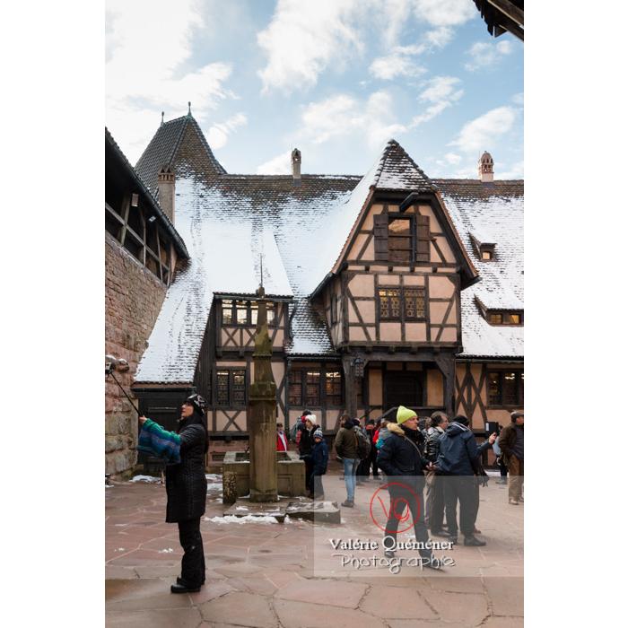 Cour basse et colombage au château du Haut-Koenigsbourg (MH) / Orschwiller / Bas-Rhin / Grand-Est - Réf : VQFR67-0058 (Q3)