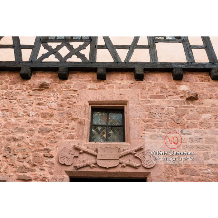 Bas-relief dans la cour basse du château du Haut-Koenigsbourg (MH) / Orschwiller / Bas-Rhin / Grand-Est - Réf : VQFR67-0060 (Q3)