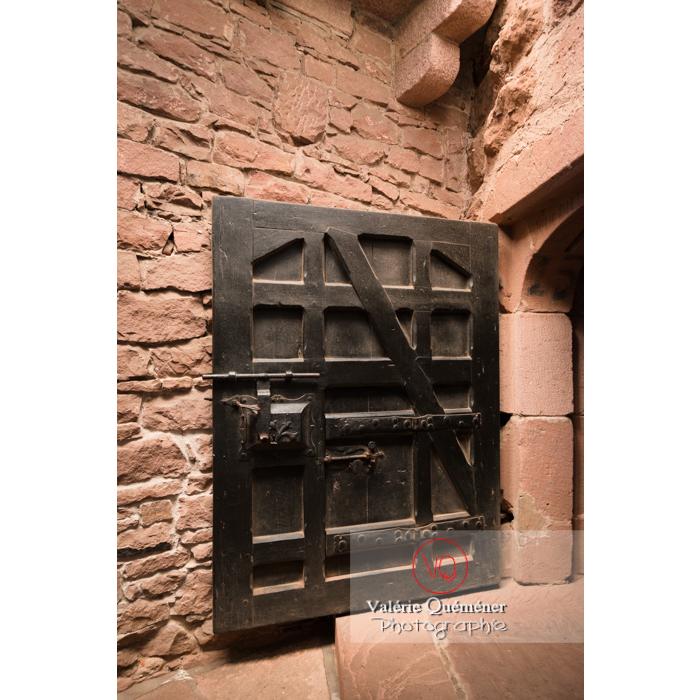 Porte en bois massive au château du Haut-Koenigsbourg (MH) / Orschwiller / Bas-Rhin / Grand-Est - Réf :  VQFR67-0062 (Q3)