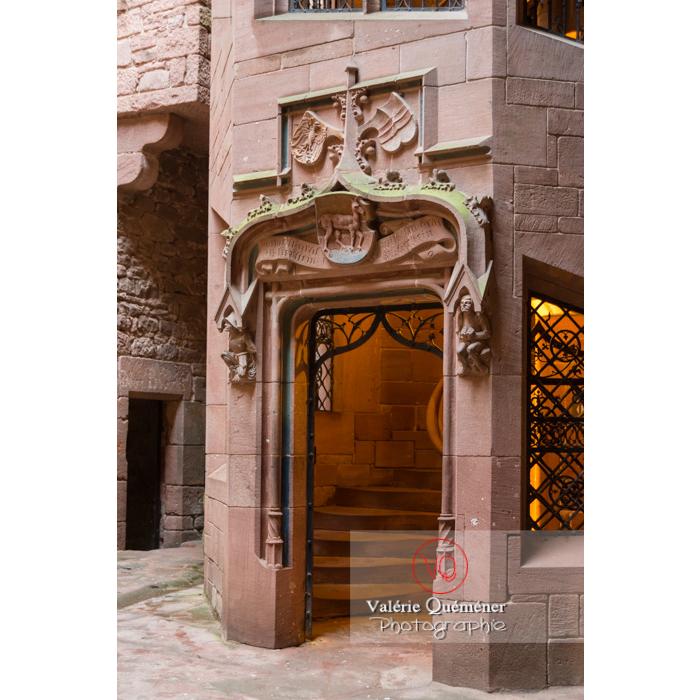 Tour d'honneur dans la cour intérieure du château du Haut-Koenigsbourg (MH) / Orschwiller / Bas-Rhin / Grand-Est - Réf : VQFR67-0066 (Q3)