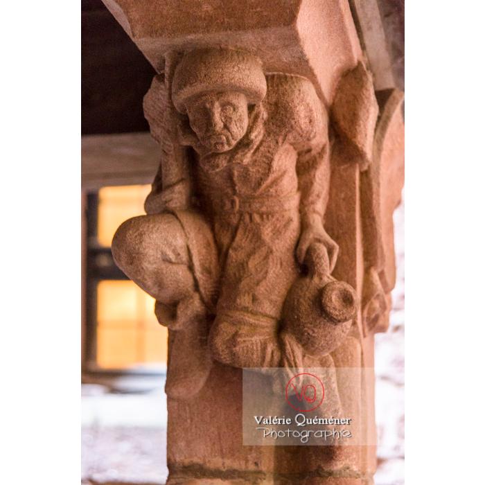 Sculpture d'un personnage masculin sur la citerne du château du Haut-Koenigsbourg (MH) / Orschwiller / Bas-Rhin / Grand-Est - Réf : VQFR67-0068 (Q3)