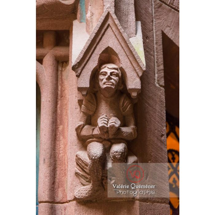 Sculpture d'un personnage sur la tour d'honneur au château du Haut-Koenigsbourg (MH) / Orschwiller / Bas-Rhin / Grand-Est - Réf : VQFR67-0071 (Q3)