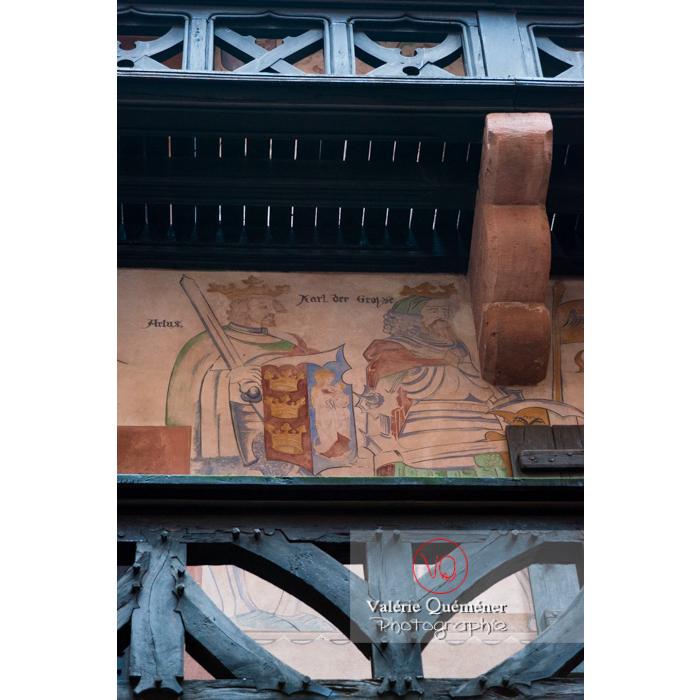 Fresque sur le mur du logis seigneuriale dans la cour intérieure du château du Haut-Koenigsbourg (MH) / Orschwiller / Bas-Rhin / Grand-Est - Réf : VQFR67-0084 (Q3)