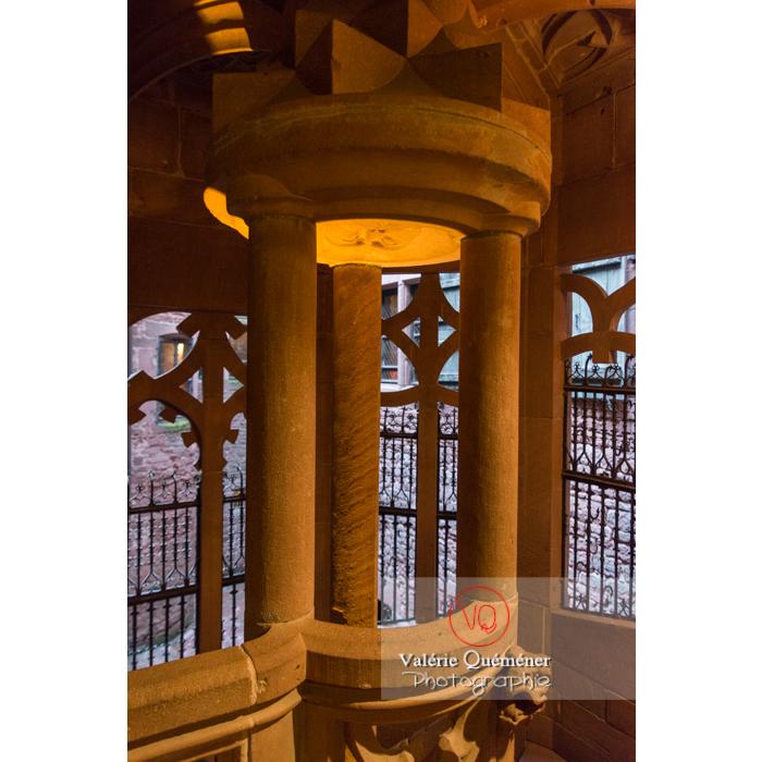 Détail de l'escalier de la tour d'honneur au château du Haut-Koenigsbourg (MH) / Orschwiller / Bas-Rhin / Grand-Est - Réf : VQFR67-0088 (Q3)
