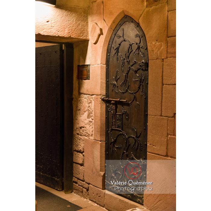 Porte en bois néogothique au château du Haut-Koenigsbourg (MH) / Orschwiller / Bas-Rhin / Grand-Est - Réf : VQFR67-0090 (Q3)