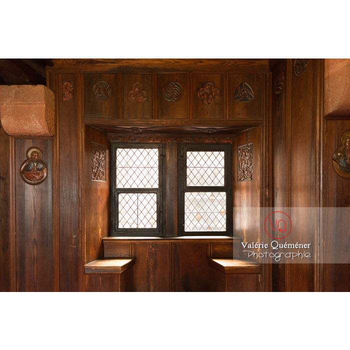 Fenêtre du logis seigneurial entourée de bois au château du Haut-Koenigsbourg (MH) / Orschwiller / Bas-Rhin / Grand-Est - Réf : VQFR67-0098 (Q3)