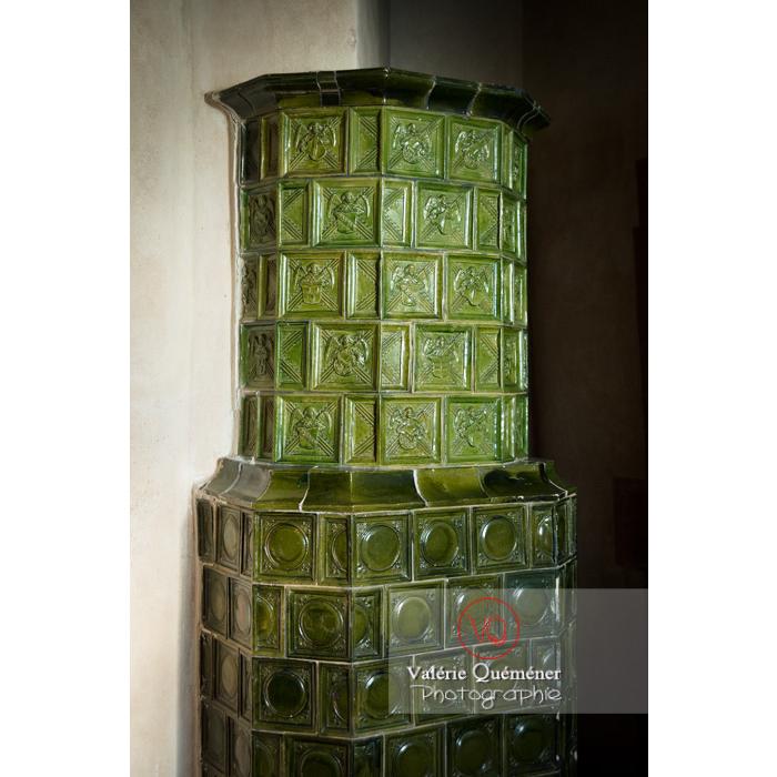 Poêle aux carreaux de céramique au château du Haut-Koenigsbourg (MH) / Orschwiller / Bas-Rhin / Grand-Est - Réf : VQFR67-0128 (Q3)
