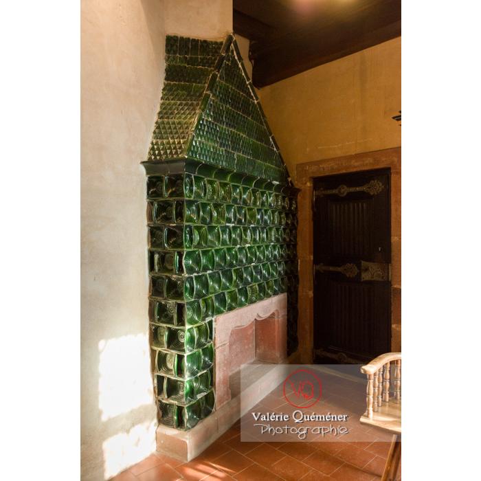 Conduit de cheminée recouvert de carreaux de céramique au château du Haut-Koenigsbourg (MH) / Orschwiller / Bas-Rhin / Grand-Est - Réf : VQFR67-0129 (Q3)