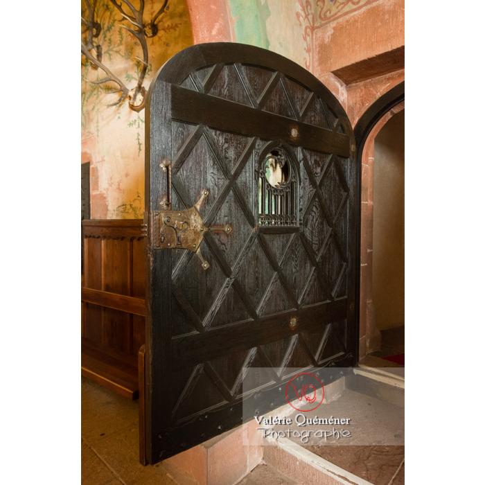 Porte en bois massive au château du Haut-Koenigsbourg (MH) / Orschwiller / Bas-Rhin / Grand-Est - Réf : VQFR67-0132 (Q3)