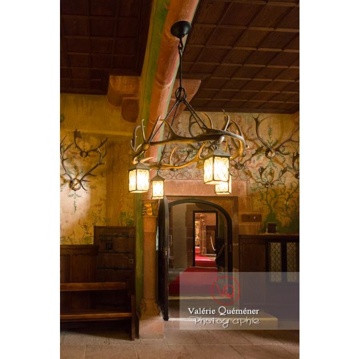Salle de bal et trophées de chasse au château du Haut-Koenigsbourg (MH) / Orschwiller / Bas-Rhin / Grand-Est - Réf : VQFR67-0137 (Q3)