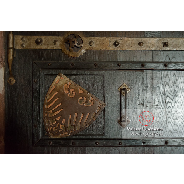 Détail de l'aigle impérial sur une porte en bois au château du Haut-Koenigsbourg (MH) / Orschwiller / Bas-Rhin / Grand-Est - Réf : VQFR67-0141 (Q3)