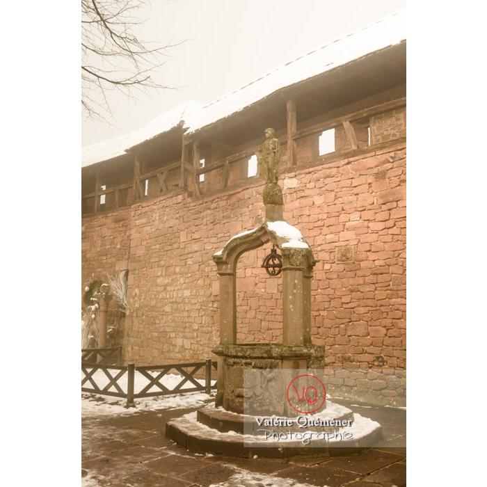 Puit dans le jardin supérieur au château du Haut-Koenigsbourg (MH) / Orschwiller / Bas-Rhin / Grand-Est - Réf : VQFR67-0148 (Q3)