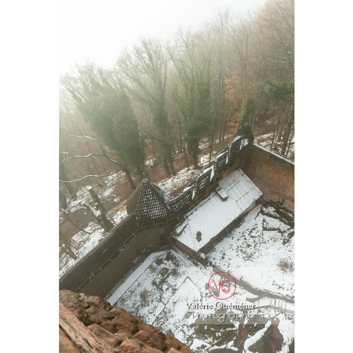 Enceinte extérieure du château du Haut-Koenigsbourg (MH) sous la neige / Orschwiller / Bas-Rhin / Grand-Est - Réf : VQFR67-0162 (Q3)