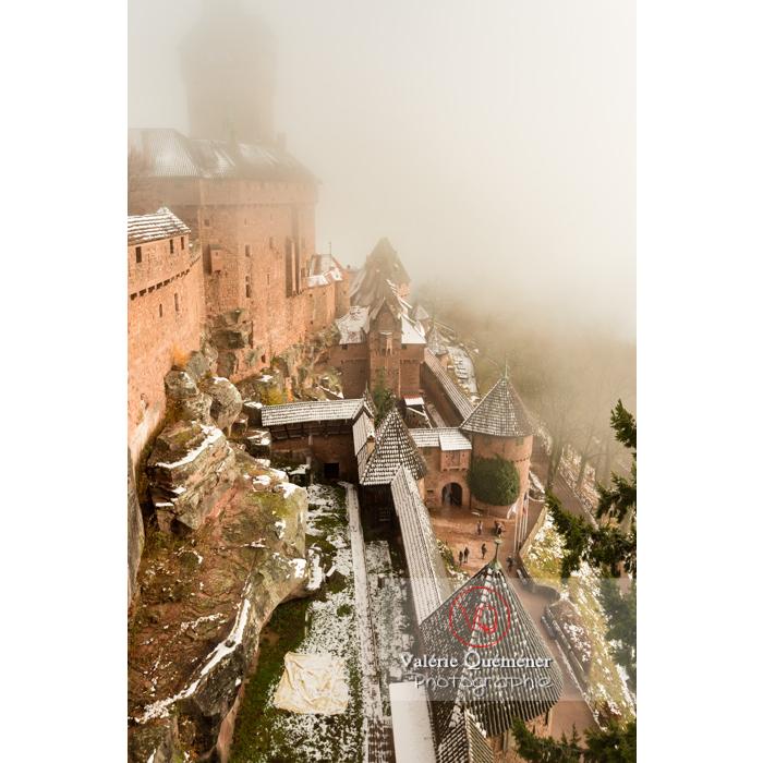 Château du Haut-Koenigsbourg (MH) dans la brume / Orschwiller / Bas-Rhin / Grand-Est - Réf : VQFR67-0163 (Q3)