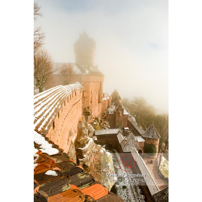 Château du Haut-Koenigsbourg (MH) dans la brume et la neige / Orschwiller / Bas-Rhin / Grand-Est - Réf : VQFR67-0165 (Q3)
