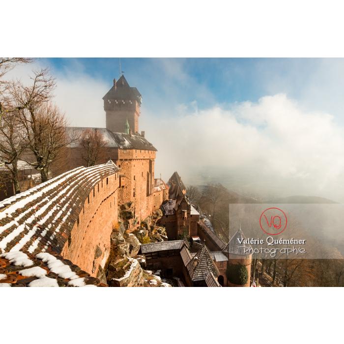 Château du Haut-Koenigsbourg (MH) dans la brume et la neige / Orschwiller / Bas-Rhin / Grand-Est - Réf : VQFR67-0185 (Q3)