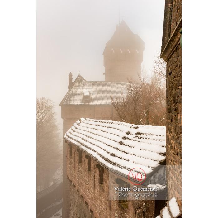 Château du Haut-Koenigsbourg (MH) dans la brume / Orschwiller / Bas-Rhin / Grand-Est - Réf : VQFR67-0186 (Q3)