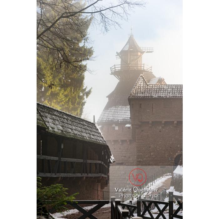 Moulin à vent du château du Haut-Koenigsbourg (MH) dans la brume / Orschwiller / Bas-Rhin / Grand-Est - Réf : VQFR67-0193 (Q3)