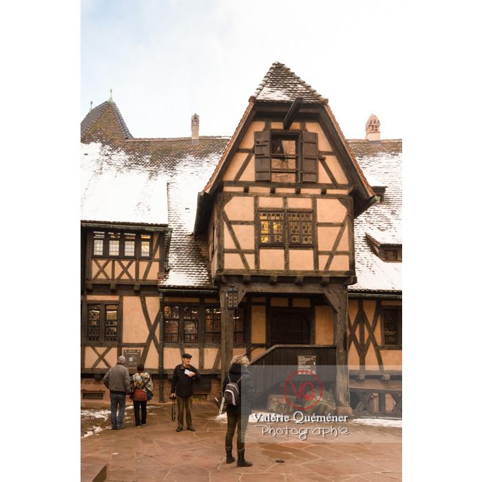 Cour basse et colombage au château du Haut-Koenigsbourg (MH) / Orschwiller / Bas-Rhin / Grand-Est - Réf : VQFR67-0199 (Q3)
