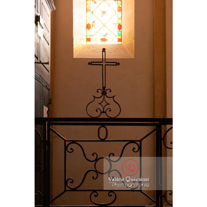 Croix et ferronnerie à l'église du Sacré-Coeur de Charolles / Bourgogne - Réf : VQFR71-0252 (Q3)
