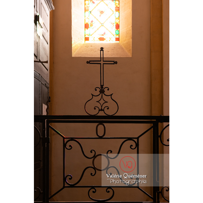 Croix et ferronnerie à l'église du Sacré-Coeur de Charolles / Saône-et-Loire / Bourgogne-Franche-Comté - Réf : VQFR71-0252 (Q3)