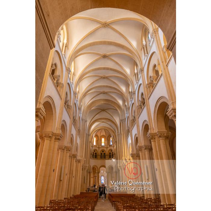 Nef de l'église du Sacré-Coeur de Charolles / Saône-et-Loire / Bourgogne-Franche-Comté - Réf : VQFR71-0253 (Q3)