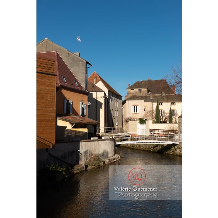 Rivière la Semence traversant la ville de Charolles / Saône-et-Loire / Bourgogne-Franche-Comté - Réf : VQFR71-0256 (Q3)