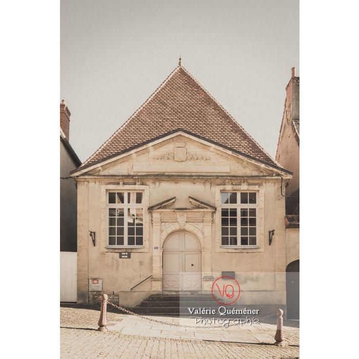 Ancien tribunal de commerce à Charolles / Saône-et-Loire / Bourgogne-Franche-Comté - Réf : VQFR71-0268-TV (Q3)