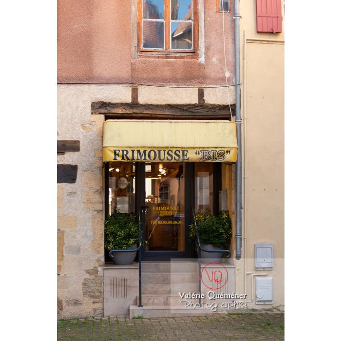 Boutique du centre ville de Charolles / Saône-et-Loire / Bourgogne-Franche-Comté - Réf : VQFR71-0283 (Q3)
