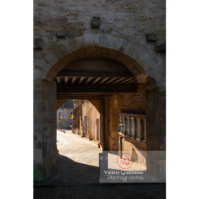 Porche d'entrée du château de Charles le Téméraire, Charolles / Saône-et-Loire / Bourgogne-Franche-Comté - Réf : VQFR71-0276 (Q3)