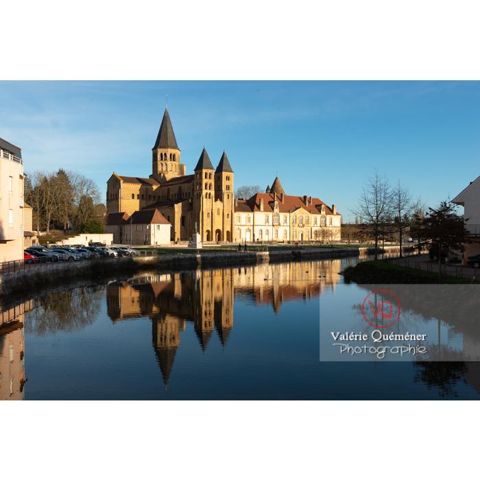 Ensemble basilique du Sacré-Cœur (MH) et prieuré Notre-Dame (MH), au bord de la Bourbince, à Paray-le-Monial / Saône-et-Loire / Bourgogne-Franche-Comté - Réf : VQFR71-0291 (Q3)