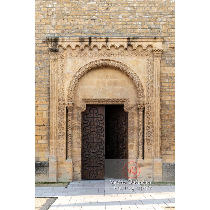 Porte latérale de la Basilique du Sacré-Cœur, à Paray-le-Monial / Saône-et-Loire / Bourgogne-Franche-Comté - Réf : VQFR71-0295 (Q3)