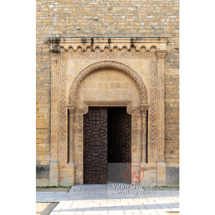 Porte latérale de la Basilique du Sacré-Cœur (MH), à Paray-le-Monial / Saône-et-Loire / Bourgogne-Franche-Comté - Réf : VQFR71-0295 (Q3)